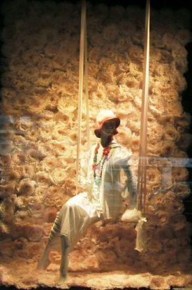 Delicado y romántico el escaparate floral de Lafayette