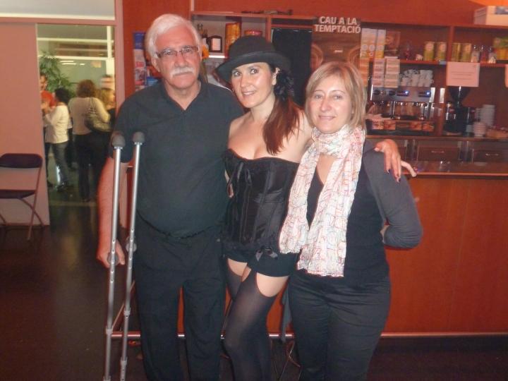A Marisol y muy especialmente a Fernando, que muletas incluidas, allí estaba para presenciar la obra: Gracias!