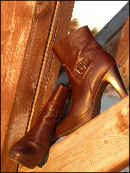 leathr browwn boots 2