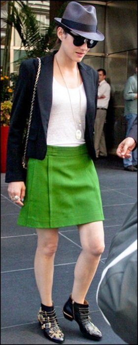 Marion Cotillard on green
