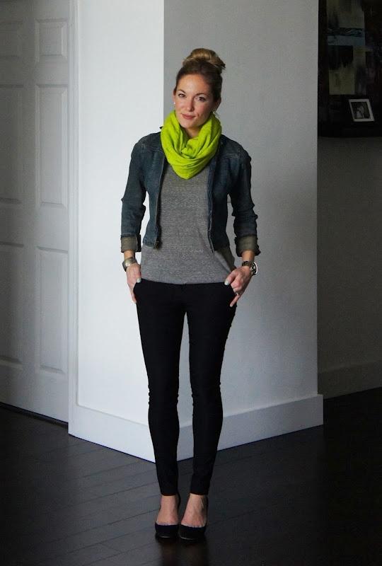Fluor_scarf_on_basic_look