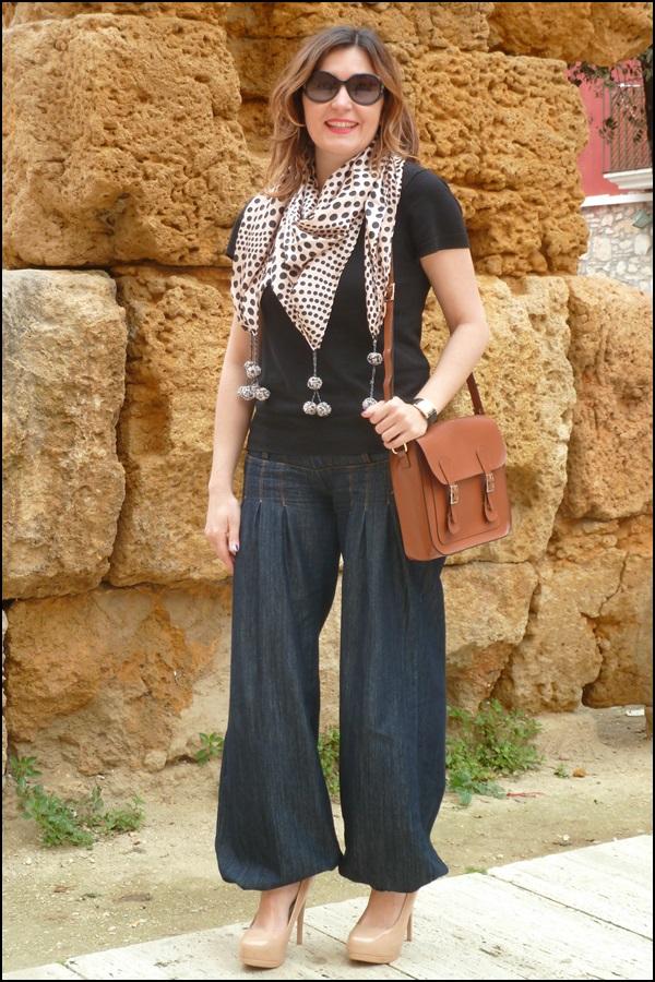 Denim_bombachos_Shakira_style_woman style_trends_trendy_must have_It girl_fashion jeans_fular erfurt_bolsocollege_Misako - 1
