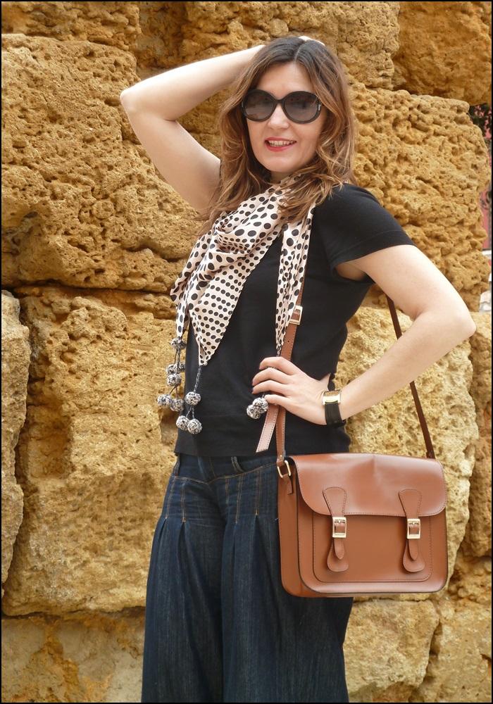 Denim_bombachos_Shakira_style_woman style_trends_trendy_must have_It girl_fashion jeans_fular erfurt_bolsocollege_Misako - 3