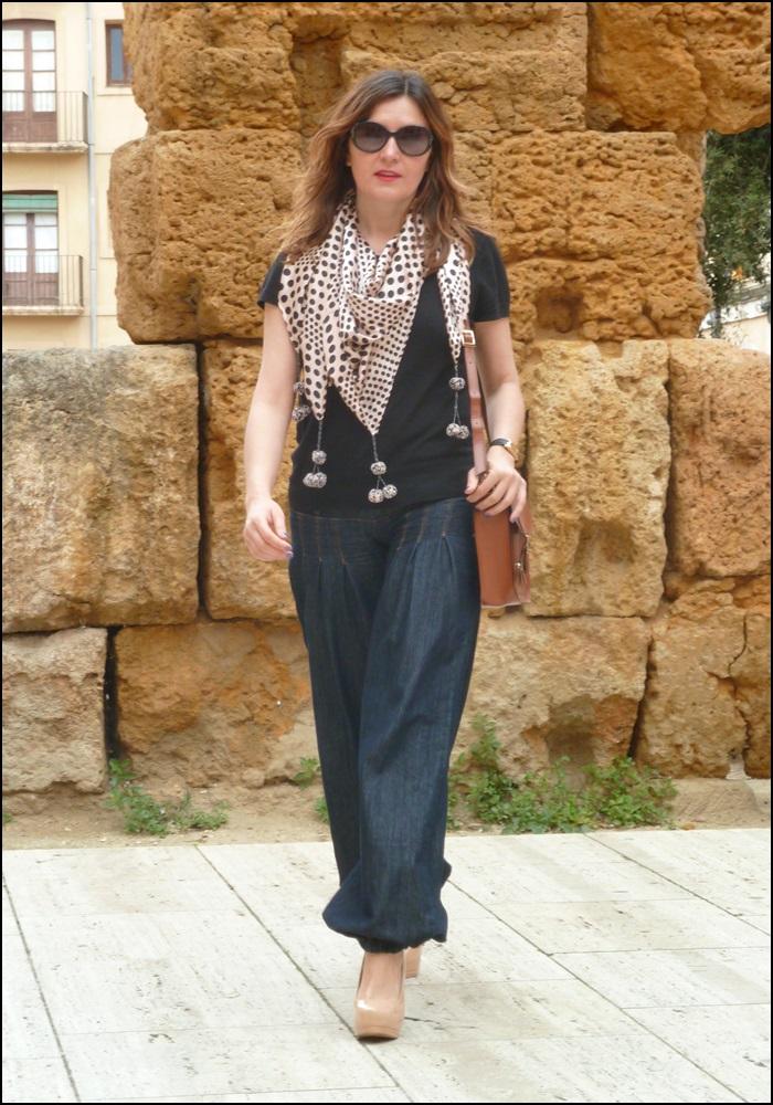 Denim_bombachos_Shakira_style_woman style_trends_trendy_must have_It girl_fashion jeans_fular erfurt_bolsocollege_Misako - 5