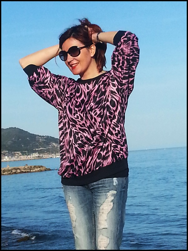 Sudadera vintage;retro;boyfriend jeans; fucsia & negro, Vogue sunglasses (2)