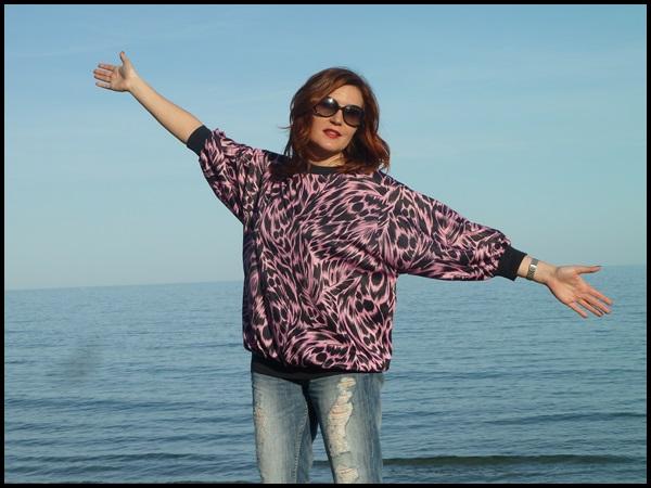 Sudadera vintage;retro;boyfriend jeans; fucsia & negro, Vogue sunglasses (3)