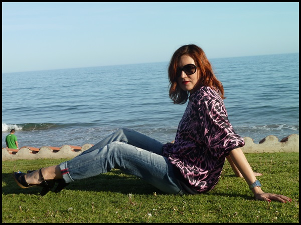 Sudadera vintage;retro;boyfriend jeans; fucsia & negro, Vogue sunglasses (4)