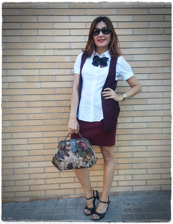 On the bus stop - Street Style - Falda Silvian Heich , Bolso Misako, chaleco Polca, camisa Amichi (2)