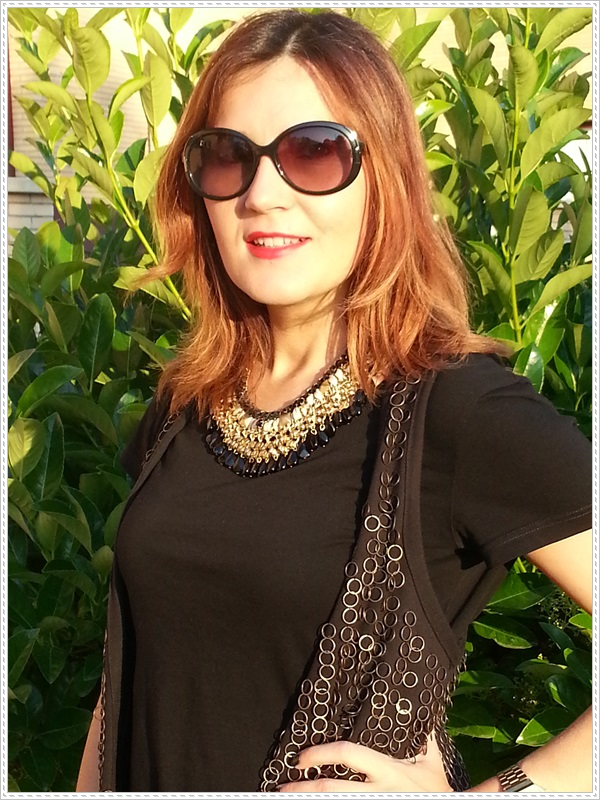 Street style Falda rosa Primark; Camiseta Polca; Chaleco Stradivarius, Collar Top Zara (4)