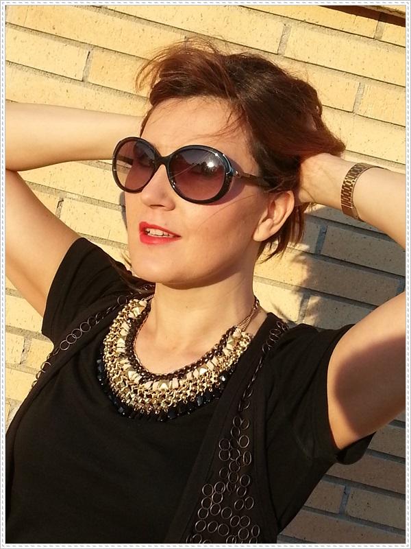 Street style Falda rosa Primark; Camiseta Polca; Chaleco Stradivarius, Collar Top Zara (5)
