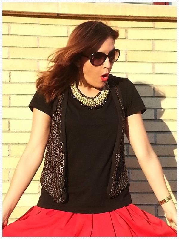 Street style Falda rosa Primark; Camiseta Polca; Chaleco Stradivarius, Collar Top Zara (7)