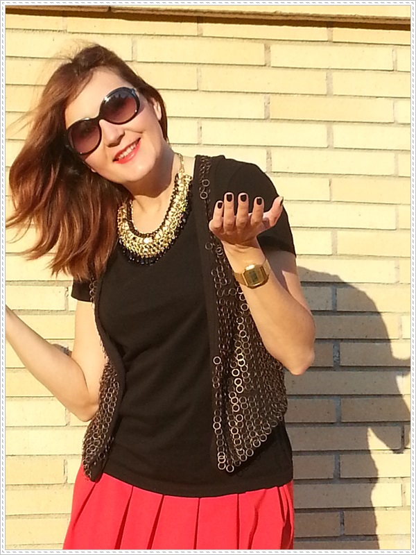 Street style Falda rosa Primark; Camiseta Polca; Chaleco Stradivarius, Collar Top Zara (8)