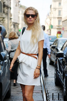 Total white; leather belt
