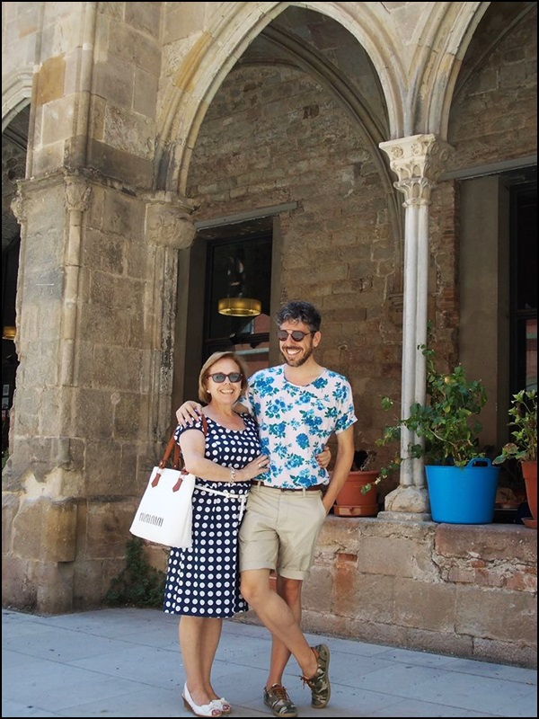 Agustin Hong Kong Blues & Ladi Laca; Camiseta American Apparel Bermudas H&M Zapatillas camuflaje River Island Gafas Vintage