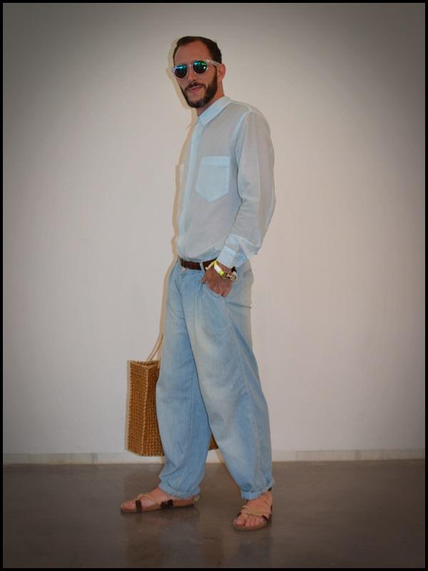 """Camisa twin de Brain & Beast  pantalón Uterqüe  Sandalias Son de la tienda """"Sueños Negros"""" del Boulevard rosa  Gafas H&M  Pulsera Domingo Ayala  Capazo (2)"""