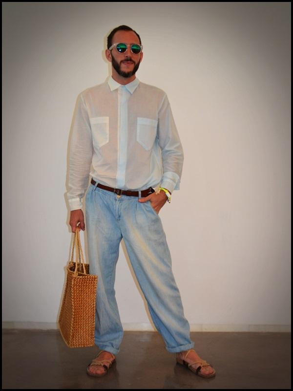 """Camisa twin de Brain & Beast  pantalón Uterqüe  Sandalias Son de la tienda """"Sueños Negros"""" del Boulevard rosa  Gafas H&M  Pulsera Domingo Ayala  Capazo"""