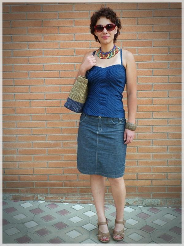 Pin-up baby; Corpiño Blanco, Zapatos Hispanitas, collar y pulseras etnicas; gafas Ben Affflelou modelo 50's (2)