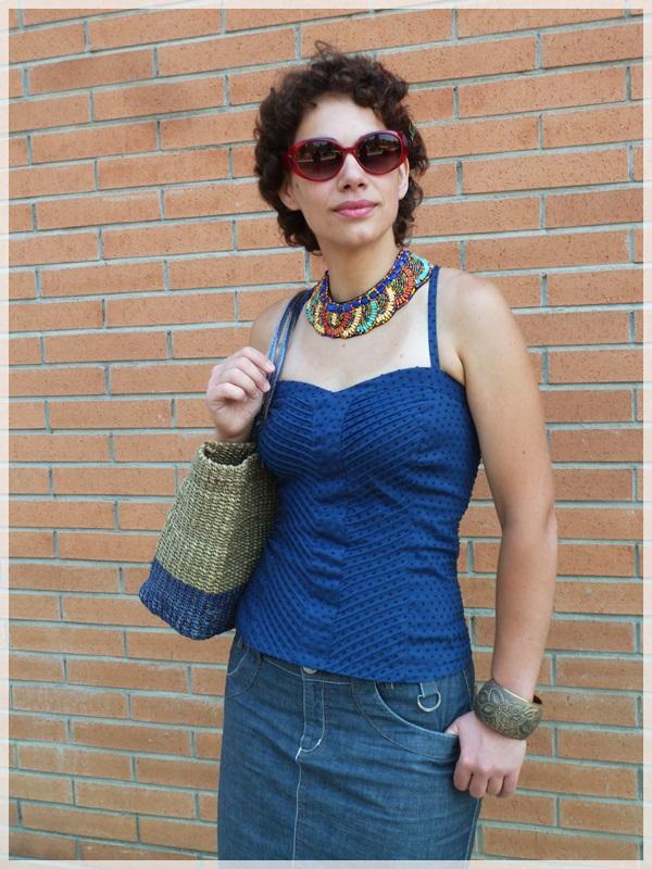 Pin-up baby; Corpiño Blanco, Zapatos Hispanitas, collar y pulseras etnicas; gafas Ben Affflelou modelo 50's