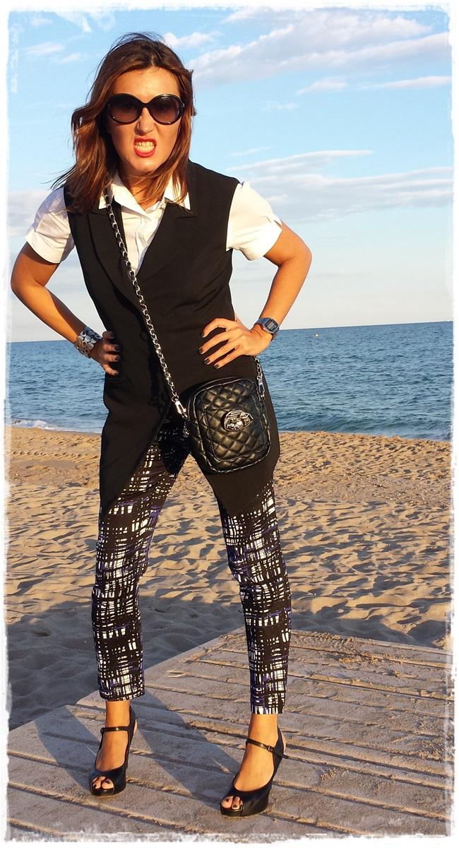 Pantalones H&M, chaleco vintage, camisa Amichi; zapatos Pura Lopez, bolso local store customizado4