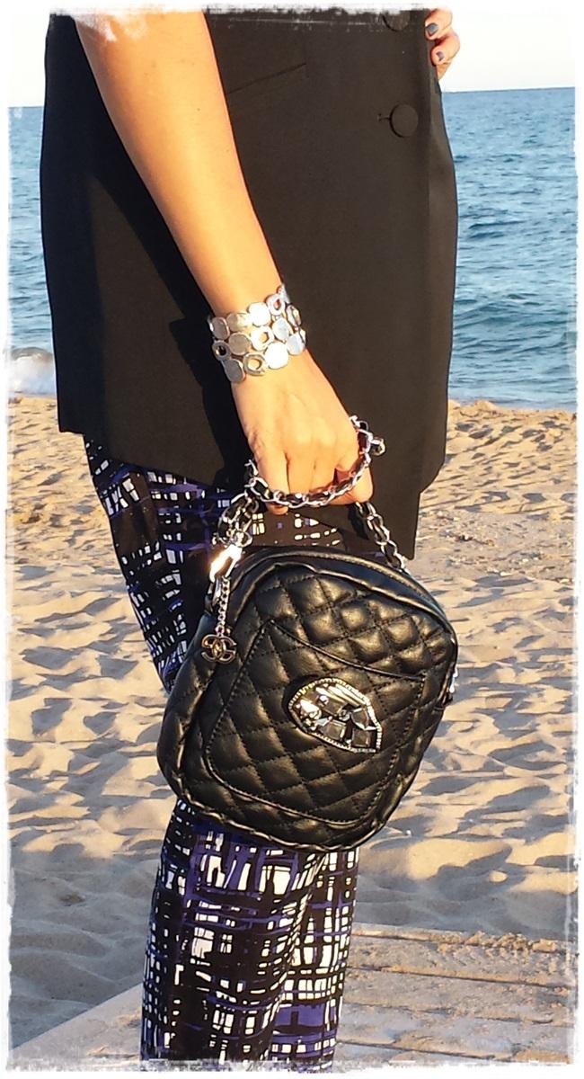 Pantalones H&M, chaleco vintage, camisa Amichi; zapatos Pura Lopez, bolso local store customizado5