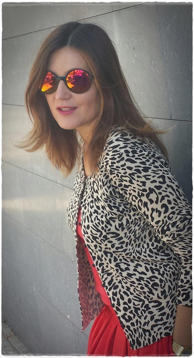 Falda primark, Toptank Sfera, chaqueta Vintage, gafas Lost&foundmarket