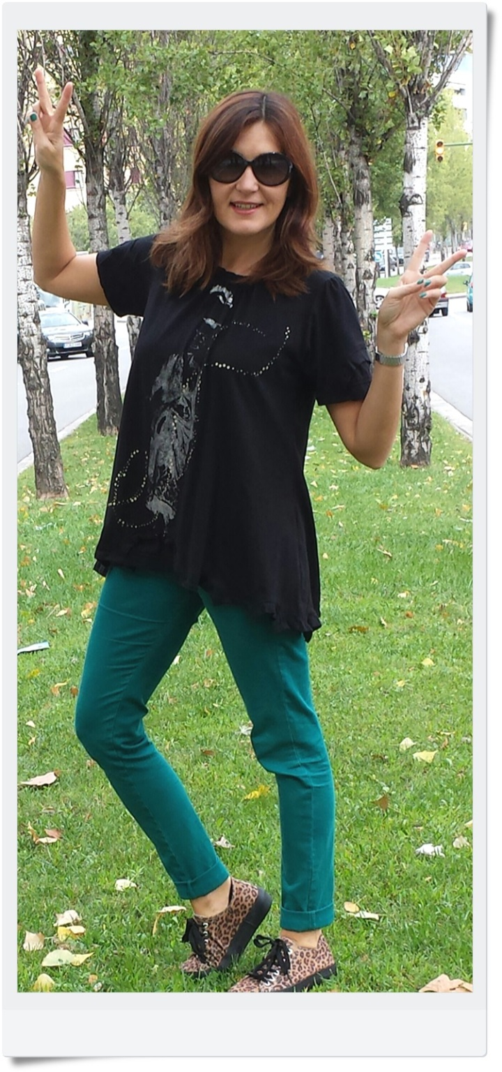 pantalones Stradivarius; camiseta tarifa; sneakers Outsiders; Cuidatuimagen (3)