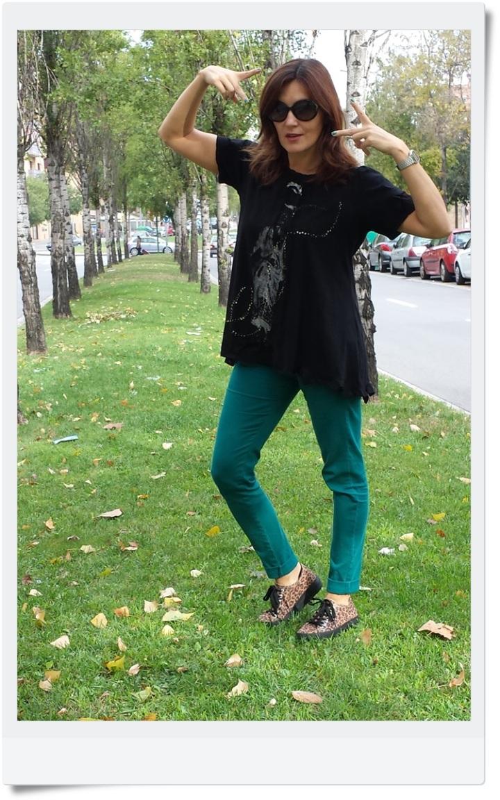 pantalones Stradivarius; camiseta tarifa; sneakers Outsiders; Cuidatuimagen