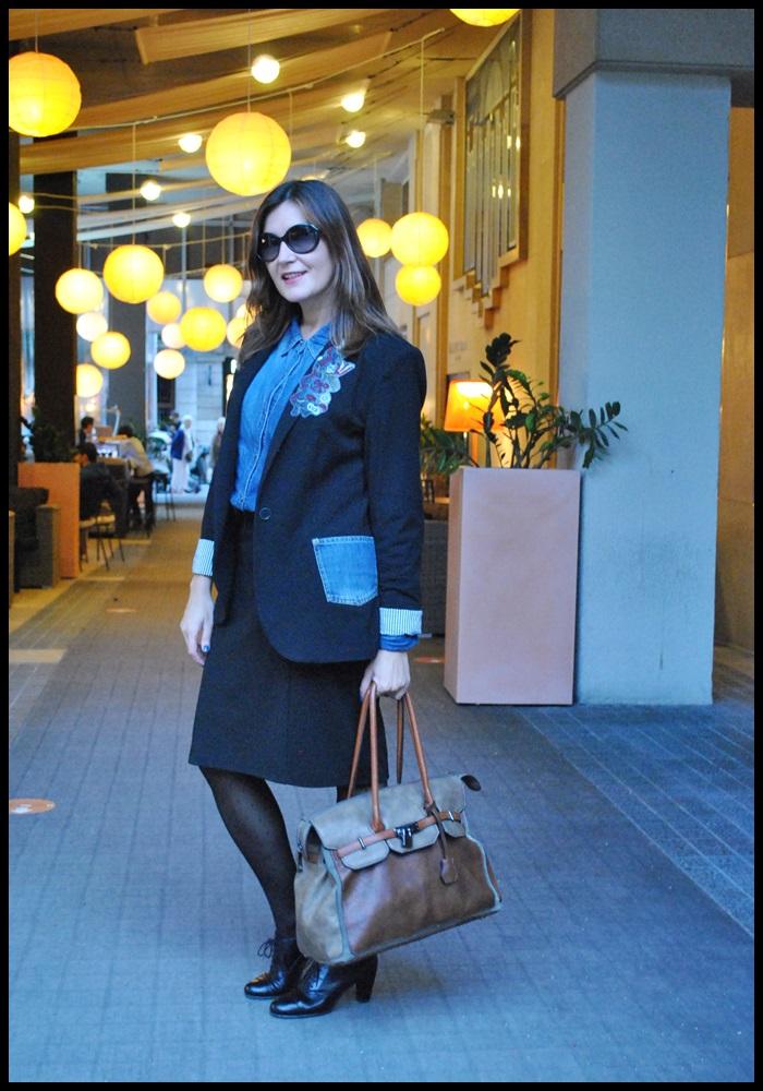 Cuida de ti, cuida tu imagen, corporate look, falda Naf Naf, Camisa tejana Stradivarius, Blazer Zara, zapatos To Be, jardines Hotel Gallery (4)