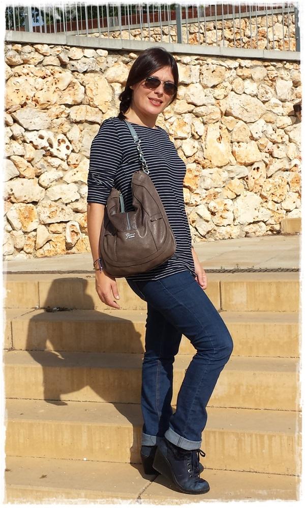 Cuidatuimagen, Looks de otoño, autumn looks, trendy looks, jeans primark, camiseta navy mango, Bolso Guess, Gafas Rayban, Sneakers Xti, Lara Croft (4)