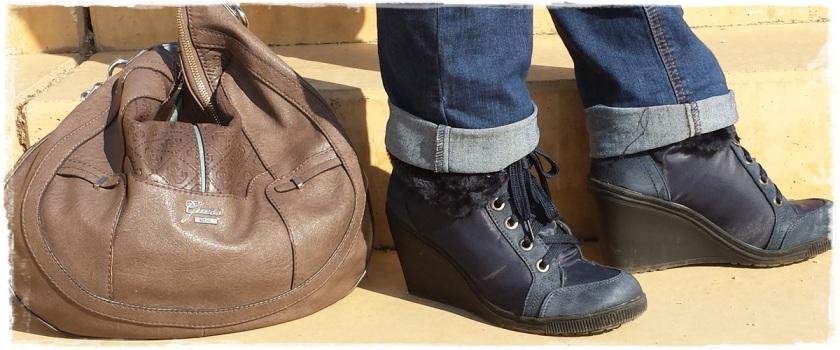 Cuidatuimagen, Looks de otoño, autumn looks, trendy looks, jeans primark, camiseta navy mango, Bolso Guess, Gafas Rayban, Sneakers Xti, Lara Croft (6)