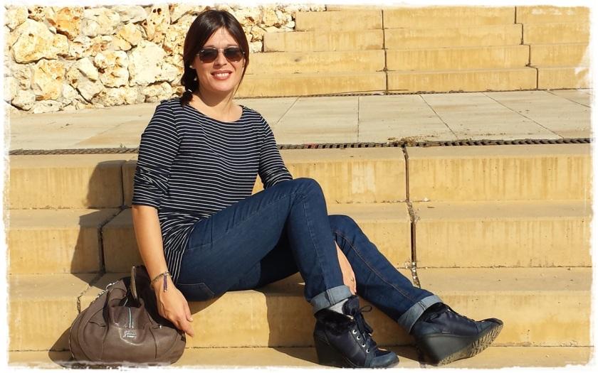 Cuidatuimagen, Looks de otoño, autumn looks, trendy looks, jeans primark, camiseta navy mango, Bolso Guess, Gafas Rayban, Sneakers Xti, Lara Croft (7)