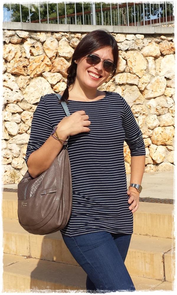 Cuidatuimagen, Looks de otoño, autumn looks, trendy looks, jeans primark, camiseta navy mango, Bolso Guess, Gafas Rayban, Sneakers Xti, Lara Croft