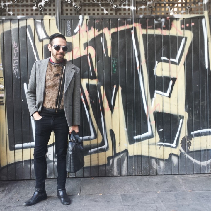 Cuida de ti; Cuida tu imagen. Mad Max; Gafas Spitfire; maletin Zara, Chaleco Bherska, Etxeberria