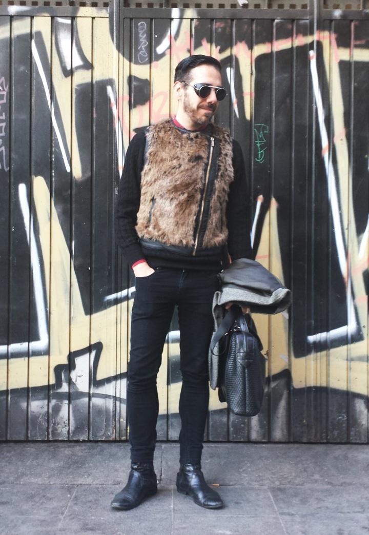 Cuida de ti; Cuida tu imagen. Mad Max; Gafas Spitfire; maletin Zara, Chaleco Bherska, Etxeberria4