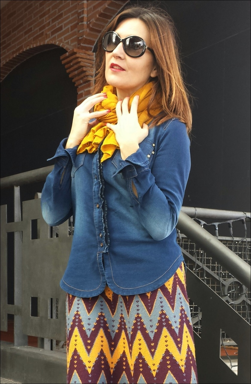 Cuidatuimagen; falda de punto Sfera, camisa tejana, pañuelo Primark, retro-hippie, bolso tejano 7