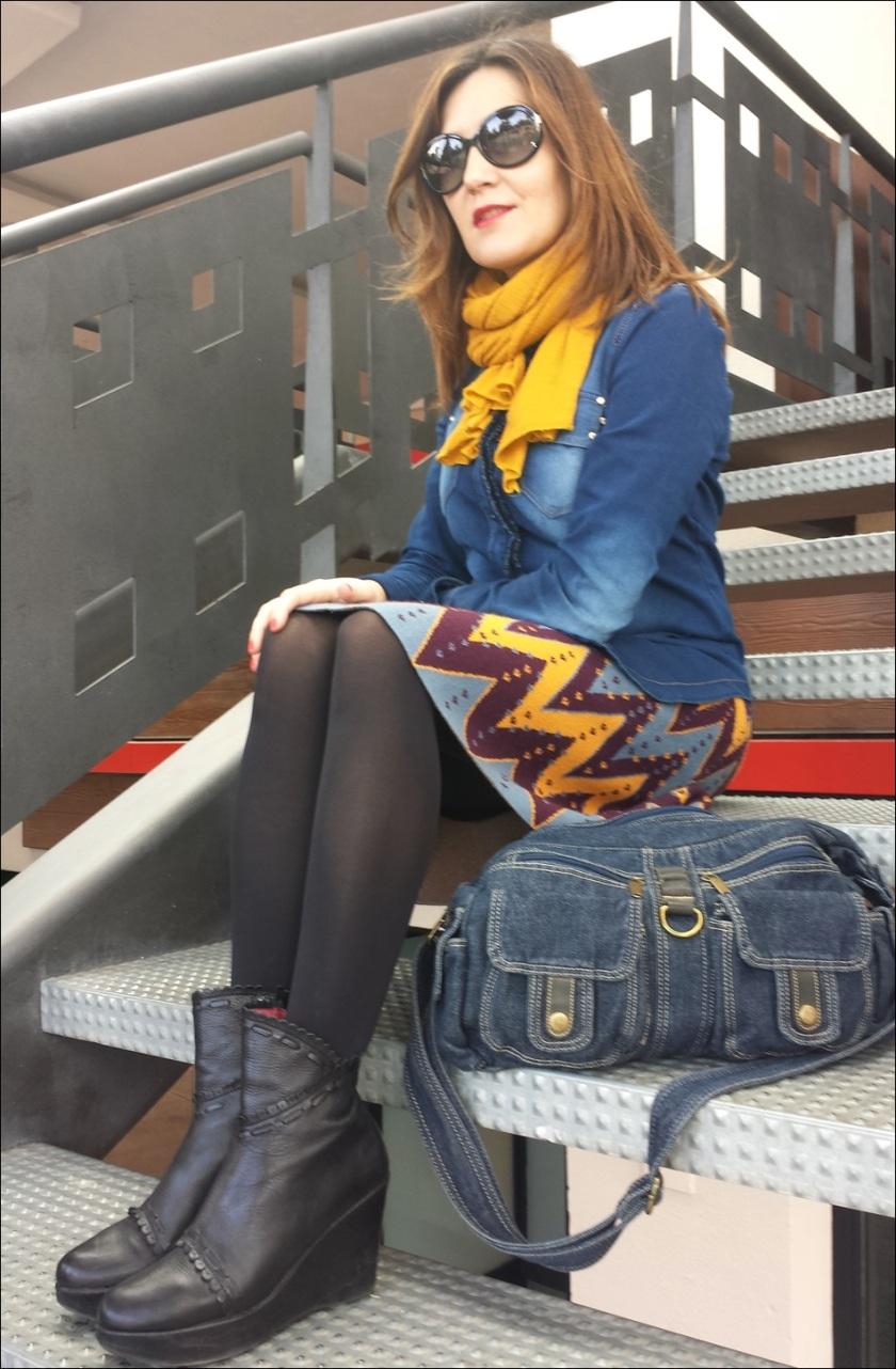 Cuidatuimagen; falda de punto Sfera, camisa tejana, pañuelo Primark, retro-hippie, bolso tejano