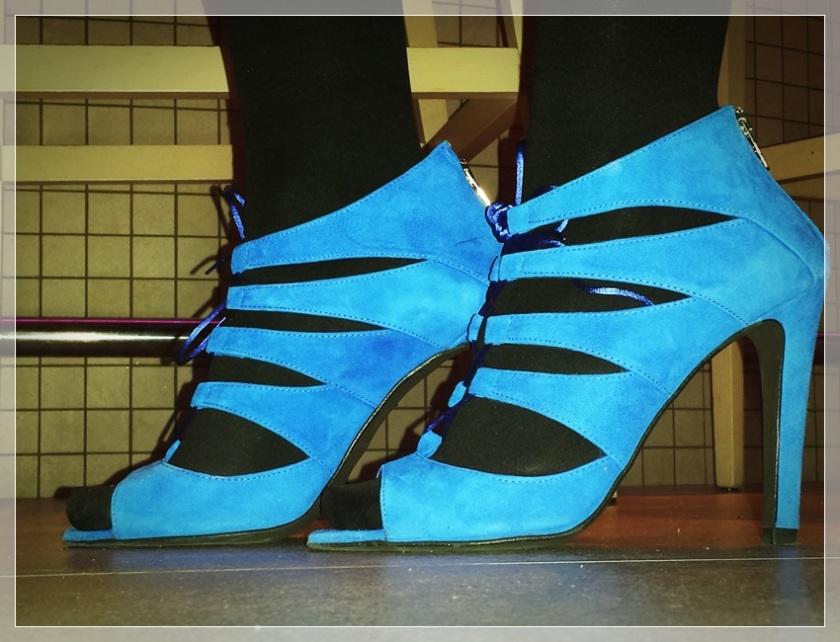 CARME-1, Vestido negro, accesorizar, LBD, trendy looks, LBD Bershka, Clutch Zara, Collar Zara, Zapatos Mass34