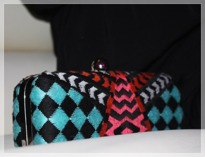 CARME-3, Vestido negro, accesorizar, LBD, trendy looks, LBD Bershka, Clutch Zara, Collar Zara, Zapatos Mass34
