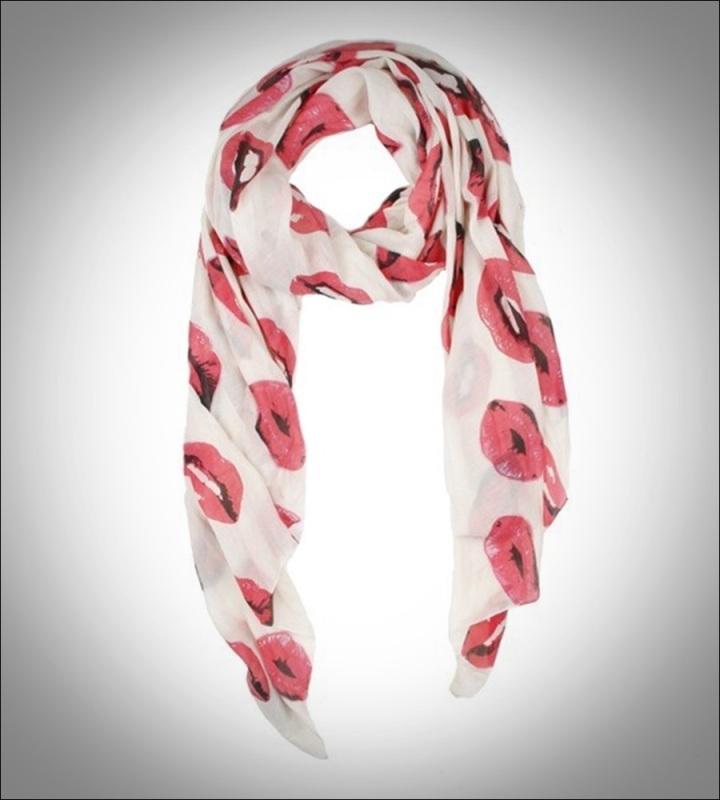 Cuidatuimagen, print lip, estampado besos, foulard besos by Mango