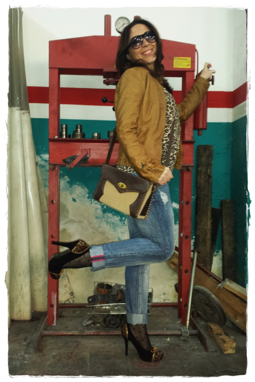 Cuidatuimagen, trendy and trash, blusa Blanco, chaqueta Polca, Pantalones Mango, medias topitos Calcedonia, zapatos Stylistpick, gafas de sol massimo Dutti, bolso Stradivarius, trendy looks, i