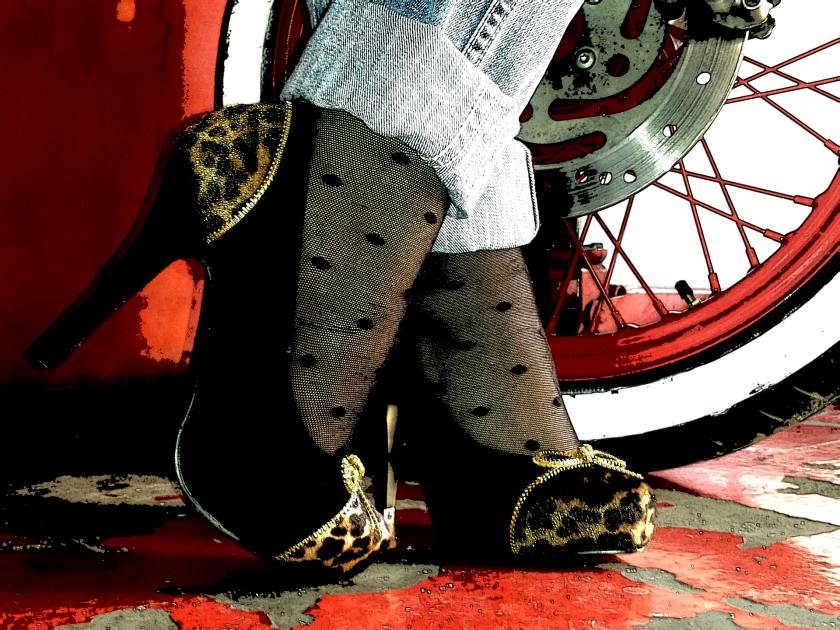 Cuidatuimagen, trendy and trash, blusa Blanco, chaqueta Polca, Pantalones Mango, medias topitos Calcedonia, zapatos Stylistpick, gafas de sol massimo Dutti, bolso Stradivarius, trendy looks, it-girl10