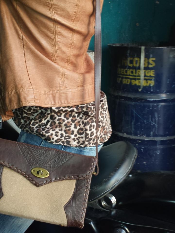 Cuidatuimagen, trendy and trash, blusa Blanco, chaqueta Polca, Pantalones Mango, medias topitos Calcedonia, zapatos Stylistpick, gafas de sol massimo Dutti, bolso Stradivarius, trendy looks, it-girl 8