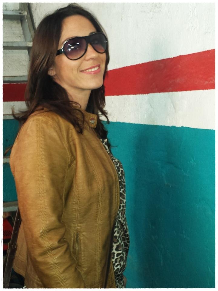 Cuidatuimagen, trendy and trash, blusa Blanco, chaqueta Polca, Pantalones Mango, medias topitos Calcedonia, zapatos Stylistpick, gafas de sol massimo Dutti, bolso Stradivarius, trendy looks, it-girl 6