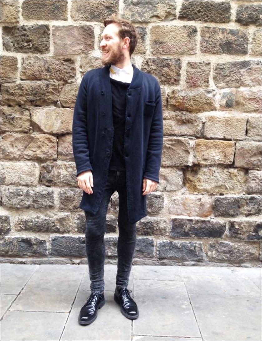 Cuidatuimagen, Victor, Esencia Barcelonina; Syngman Cucala; H&M, Zara, Religion, Batallata, Rent Shop, Barcelona, guantes con tachuelas-11