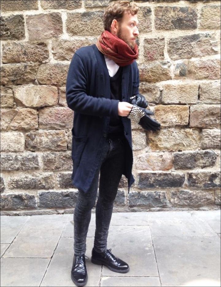 Cuidatuimagen, Victor, Esencia Barcelonina; Syngman Cucala; H&M, Zara, Religion, Batallata, Rent Shop, Barcelona, guantes con tachuelas-9