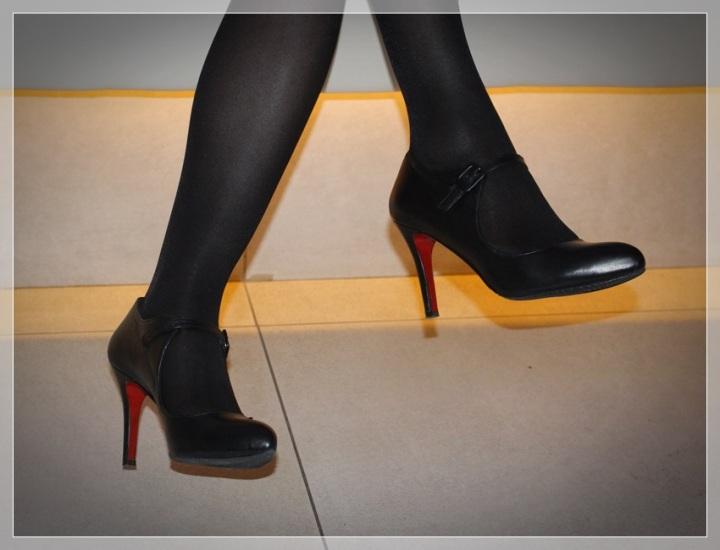 MONTSE-2, Vestido negro, accesorizar, LBD, trendy looks, LBD Intimissimi, Medias Philippe Matignon, Zapatos Frenesia, Collar City Times Sabadell.