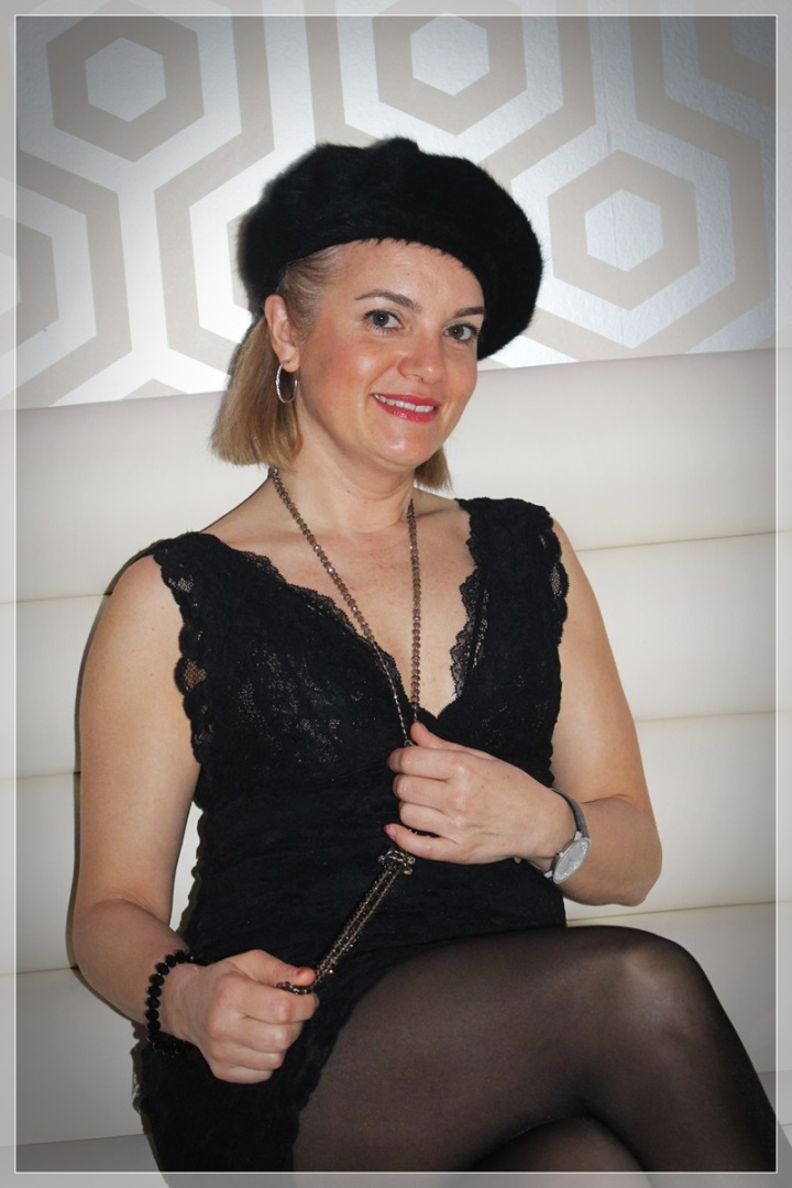 MONTSE-3, Vestido negro, accesorizar, LBD, trendy looks, LBD Intimissimi, Medias Philippe Matignon, Zapatos Frenesia, Collar City Times Sabadell.