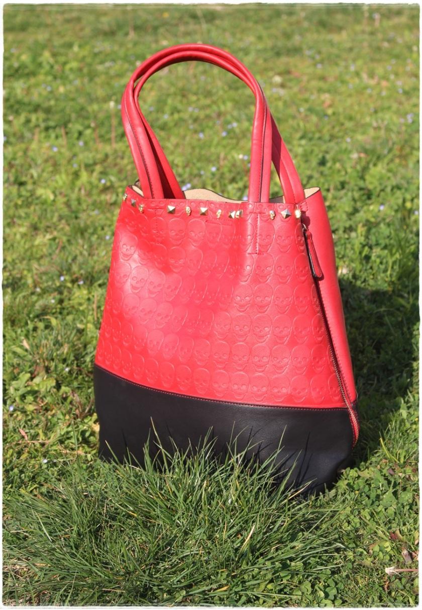 Cuida de ti, Cuida tu imagen, Red & Black, Collar Zara, bolso calaveras (2)