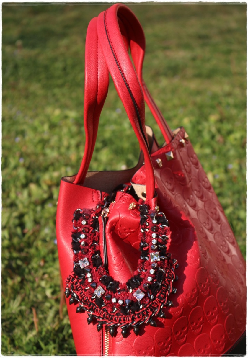 Cuida de ti, Cuida tu imagen, Red & Black, Collar Zara, bolso calaveras 2
