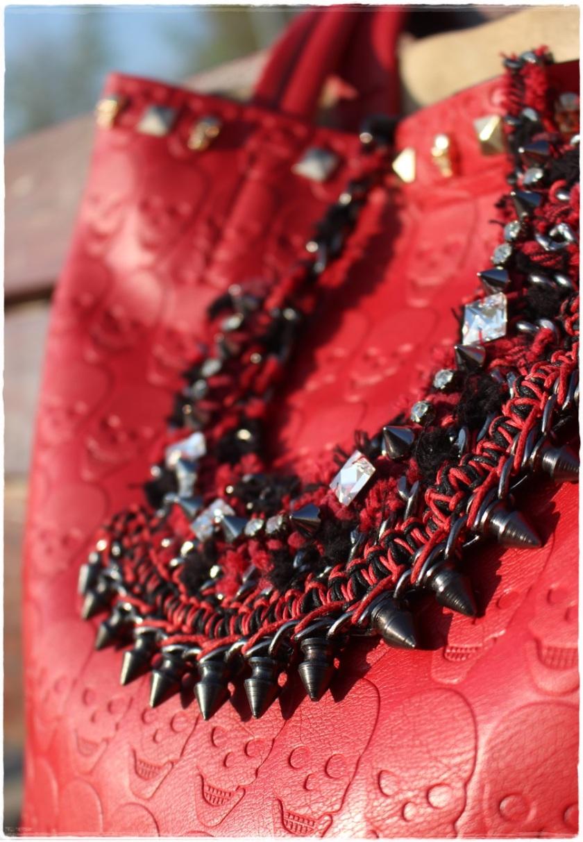 Cuida de ti, Cuida tu imagen, Red & Black, Collar Zara, bolso calaveras 4